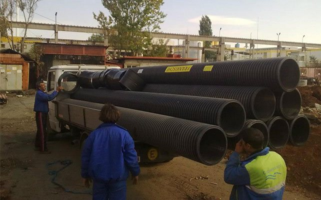 монтаж на канализационни тръби